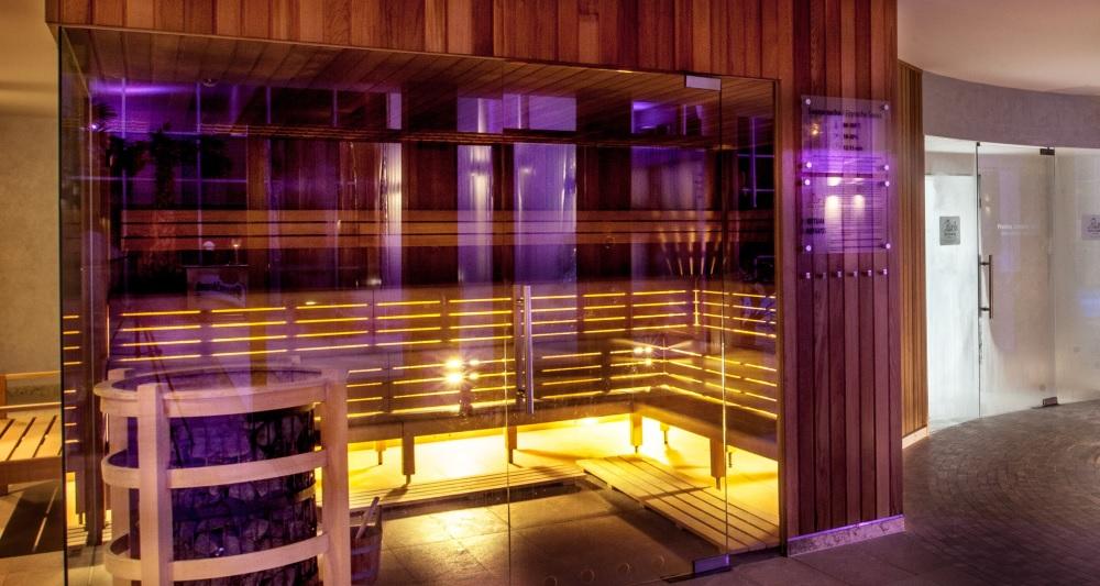 Cedr kanadyjski sauna fińska z drewna cedrowego western red cedar ekodrewno wrocław hotel biały kamień