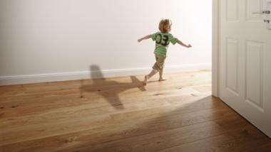 Sprawdż naszą ofertę desek podłogowych i parkietów z naturalnego drewna.