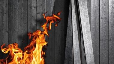 Drewno konserwowane ogniem wg tradycyjnej japońskiej metody 焼き杉 Yakisugi (Shou Sugi Ban).