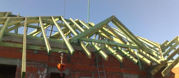 Montaż więźb dachowych; montaż i renowacja podbitek dachowych