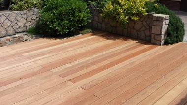 Sprawdż naszą bogatą ofertę desek tarasowych i akcesoriów do montażu tarasów drewnianych